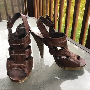 Brown strappy heels- 9